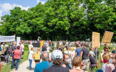 Menschenkette gegen das ICE-Werk Schwarzenbruck